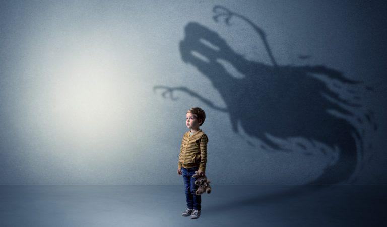 Mein Kind fürchtet sich im Dunkeln: Was mache ich?