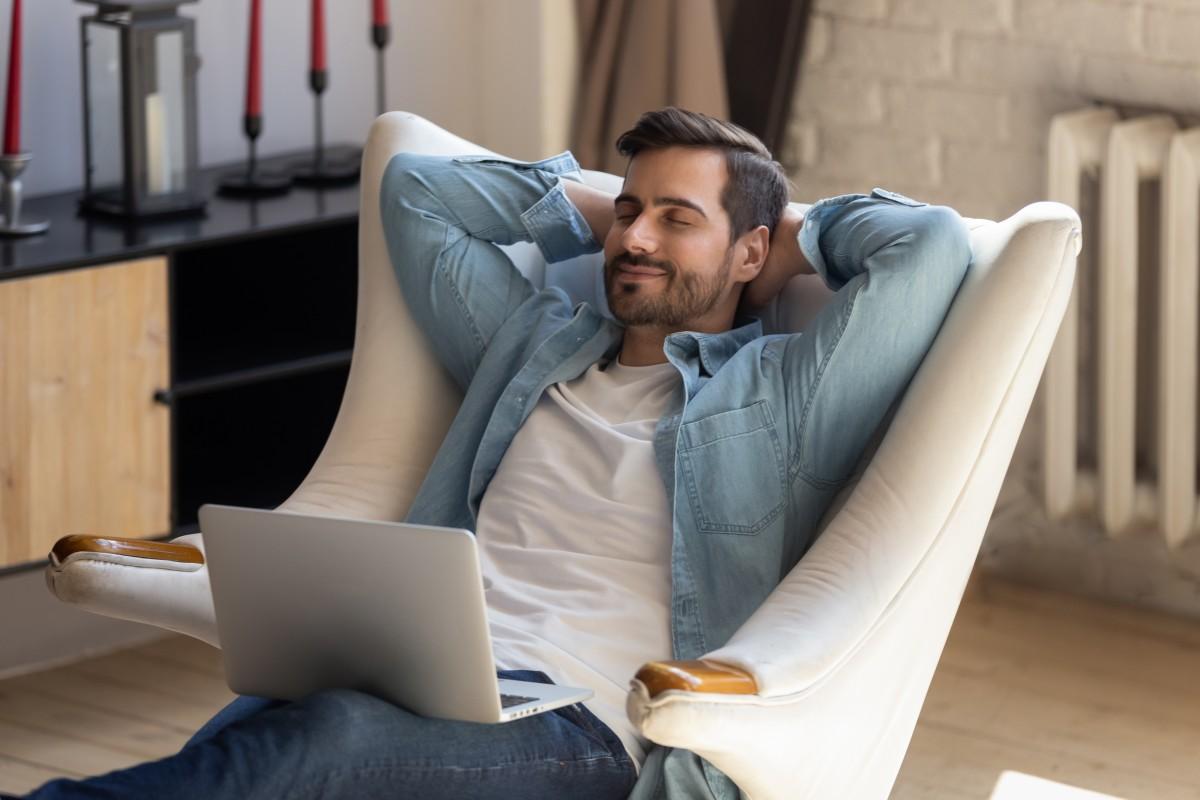 Entspannungsübungen für Zwischendurch: So bauen Sie Stress während der Arbeit ab