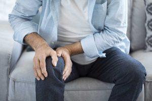 Wie Ihnen Kohlwickel bei schmerzenden Gelenken helfen