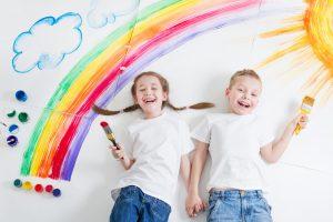 Wie Ihre Kinder mit Erde naturverbundene Bilder malen