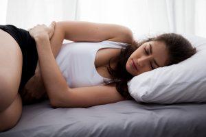 Welche PMS-Symptome gibt es und wie kann man sie behandeln?