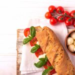 Sommer auf dem Teller: Rezept für Ciabatta-Auflauf Caprese