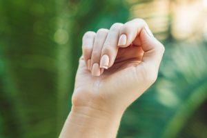 Wie Sie brüchigen Fingernägel vorbeugen