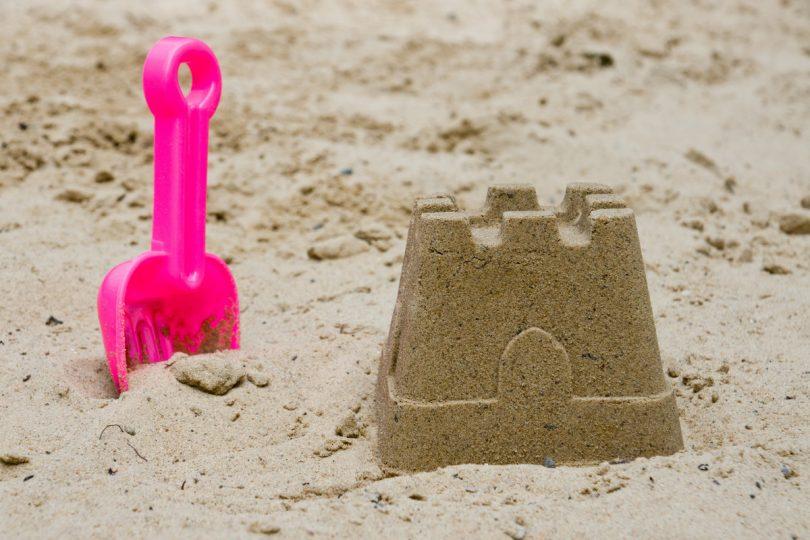 Sandburg malen  In 10 Schritten die perfekte Sandburg mit Kindern bauen - experto.de
