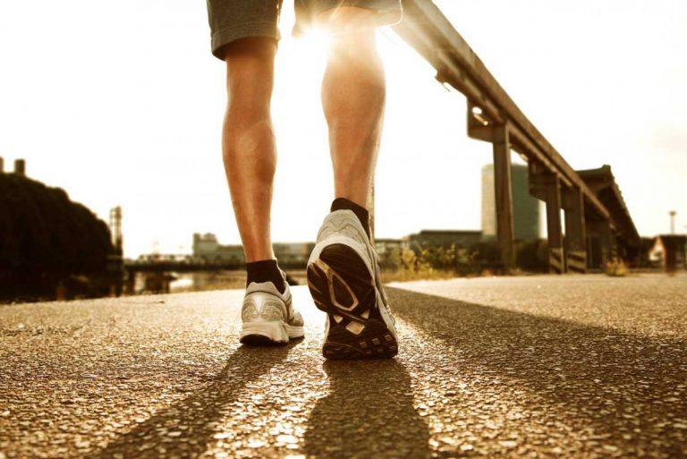 So können Sie eine Überlastung der Achillessehne homöopathisch behandeln