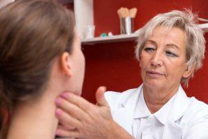 Welche Hausmittel helfen bei Mandelentzündungen?