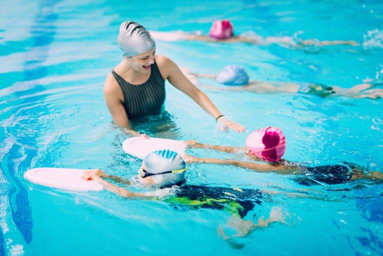 Ab wann sollten Kinder Schwimmen lernen?