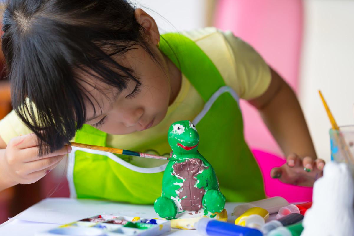 Mit Kindern basteln mit Gips: Fünf kreative Ideen