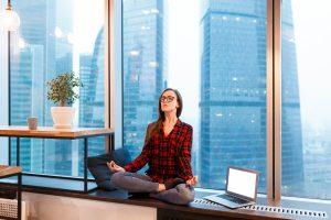Meditieren in der Mittagspause: So bauen Sie Stress ab