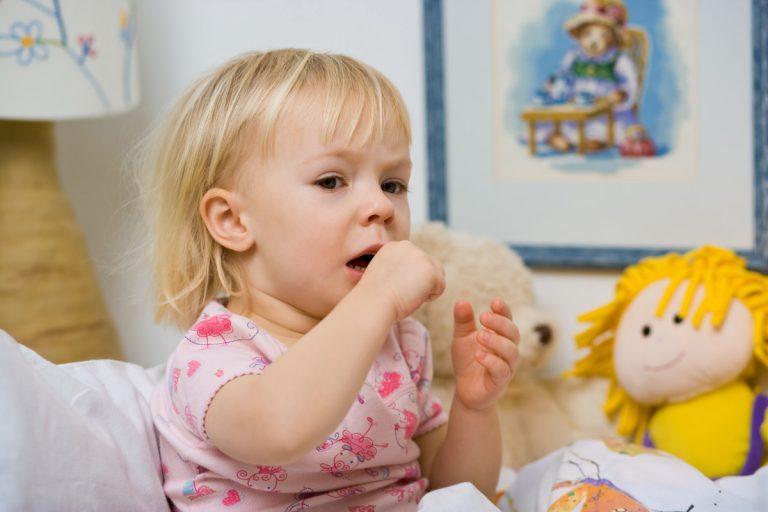 Husten beim Baby richtig behandeln