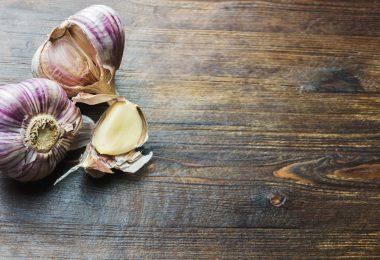 Nutzen Sie diese Tipps gegen Knoblauchatem