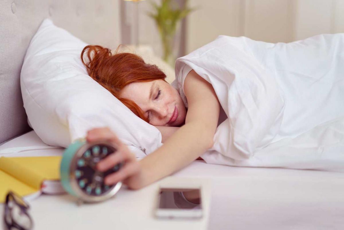 Der Wecker klingelt – Wie Sie stressfrei aus dem Bett kommen