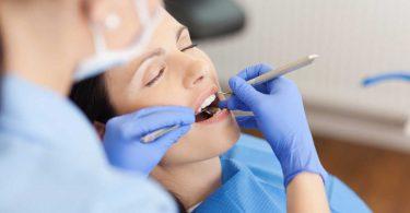 Behandlung einer Zahnfleischentzündung zuhause durchführen
