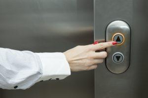 30 Stockwerke Small Talk: So gelingt der Plausch im Fahrstuhl