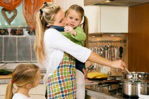 Erschöpfte Mütter entspannen sich mit diesen 10 Tipps