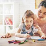 So können Kinder mit der Durchreibetechnik malen