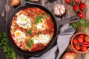 Probieren Sie diesen Küchenklassiker: Shakshuka aus Nordafrika
