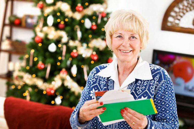Recyclen Sie alte Weihnachtskarten zu neuer Deko