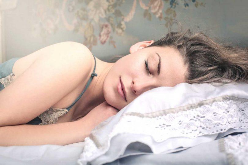 Fett abbauen im Schlaf? So geht's!