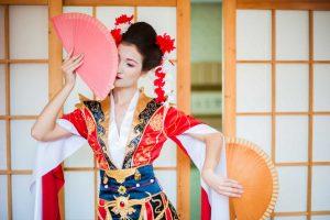 So verkleiden Sie sich an Halloween wie eine Geisha