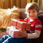 Wie Sie die Weihnachtsgeschenke sicher vor Ihren Kindern verstecken