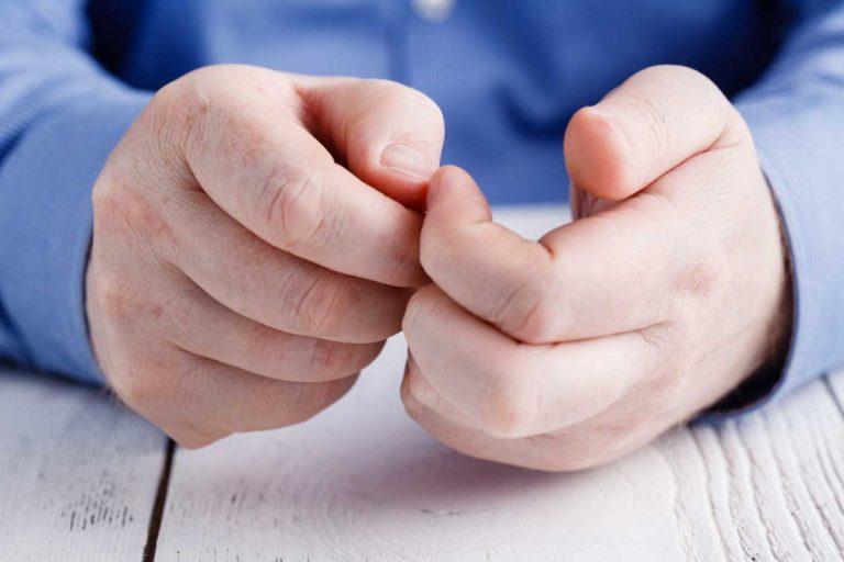 So setzen Sie das homöopathische Mittel Graphites bei deformierten Nägeln ein