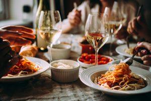 Italienische Feinkost: Diese Kochbücher und Basics sind hilfreich
