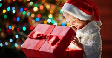 Warum Sie Ihr Kind an Weihnachten nicht mit Geschenken überhäufen sollten