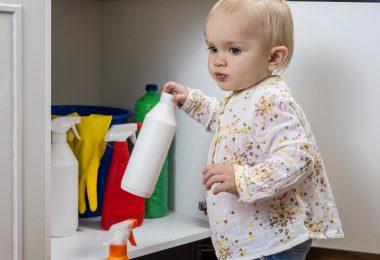 So können Sie Kinder vor Gefahren im Haushalt schützen