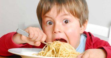 Vermeiden Sie diese gefährlichen Lebensmittel für Ihr Kind