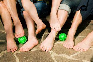 Fußgymnastik kann bei Fersensporn helfen