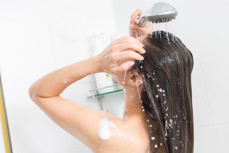 Alternativen zu Shampoos: So reinigen Sie Ihre Haare besonders schonend