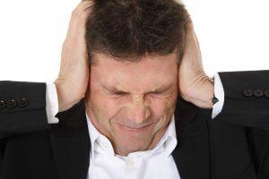 Ohrenschmerzen – selbst behandeln oder zum Arzt?