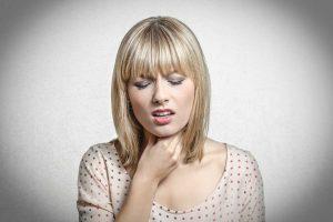 Halsschmerzen und Schluckbeschwerden selbst behandeln