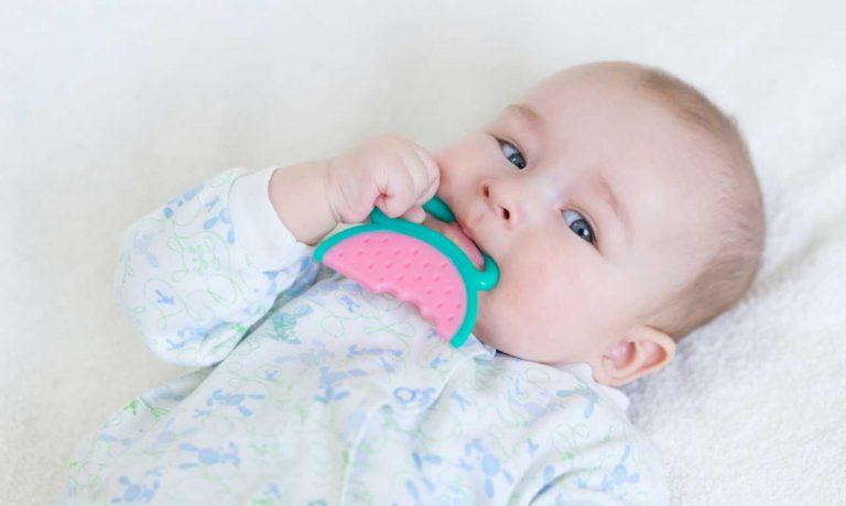 So helfen Schüßlersalze Ihrem Kind beim Zahnen