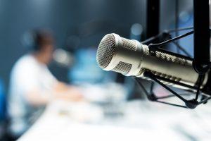So begrüßen Sie Ihre Hörer im Radio im neuen Jahr medienwirksam