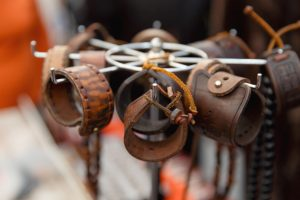 Wickelarmband aus Leder selber basteln: So geht es