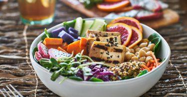 Probieren Sie mal: Leckere Salate mit Tofu