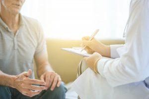 Vorsorgetipps für Männer: Ab wann muss ich zum Arzt?