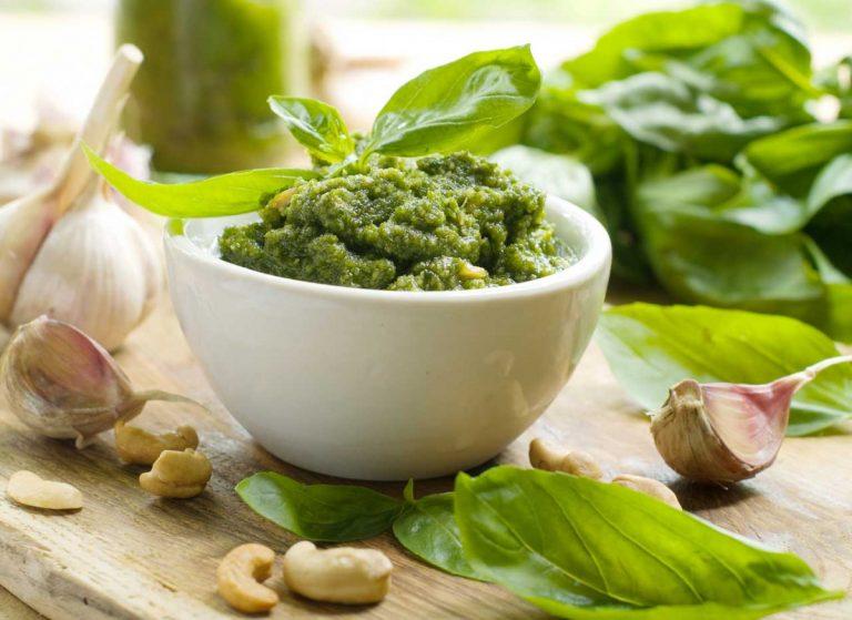 So bereiten Sie veganes Pesto zu
