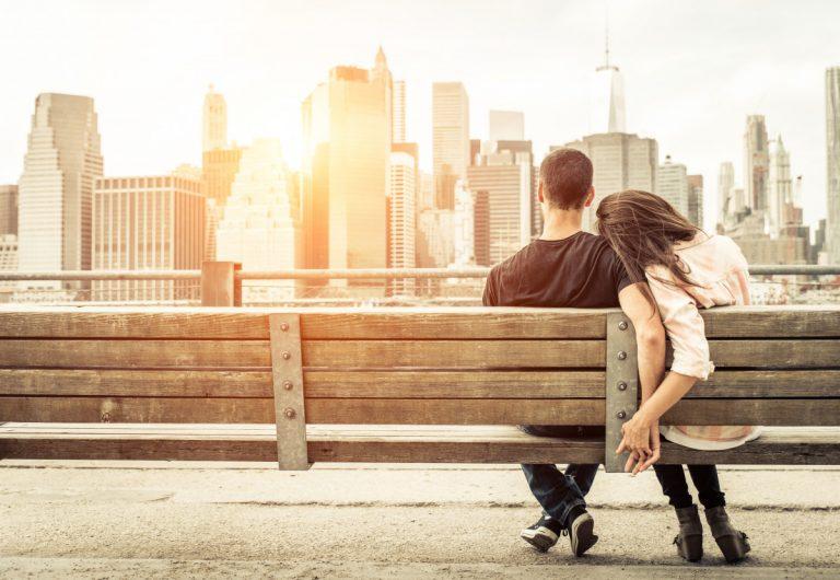 Als Paar neu in der Stadt - So lernen Sie neue Freunde kennen