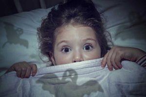 Die Angst vor Dunkelheit bei Kindern – Ursachen und Lösungen