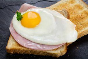 Eiweißreiches Frühstück gegen Heißhunger: So funktioniert's