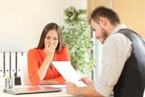 Wie Sie auf unfreundliche Personaler im Vorstellungsgespräch reagieren