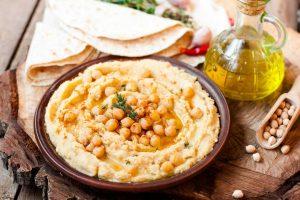 Drei orientalische Rezepte für Hummus: Klassisch, farbenfroh & leicht
