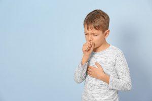 Husten bei Kindern mit Antimonium crudum behandeln
