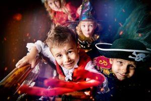 Für den Kinder-Karneval zwei schnelle Girlanden basteln