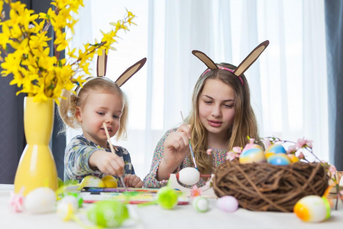 So basteln Sie mit Kindern eine lustige Osterhasen-Tasche