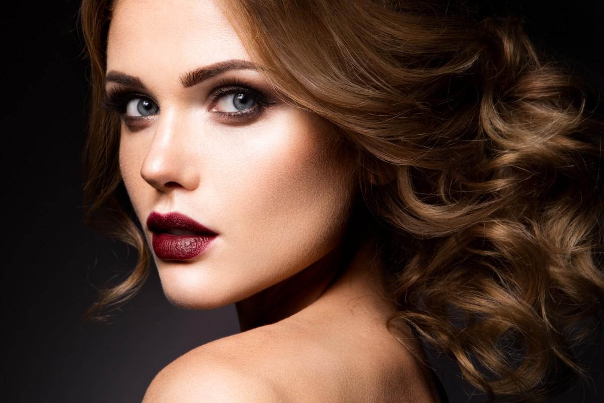 Beeindruckende Augen-Make-Ups mit Pigmenten schminken
