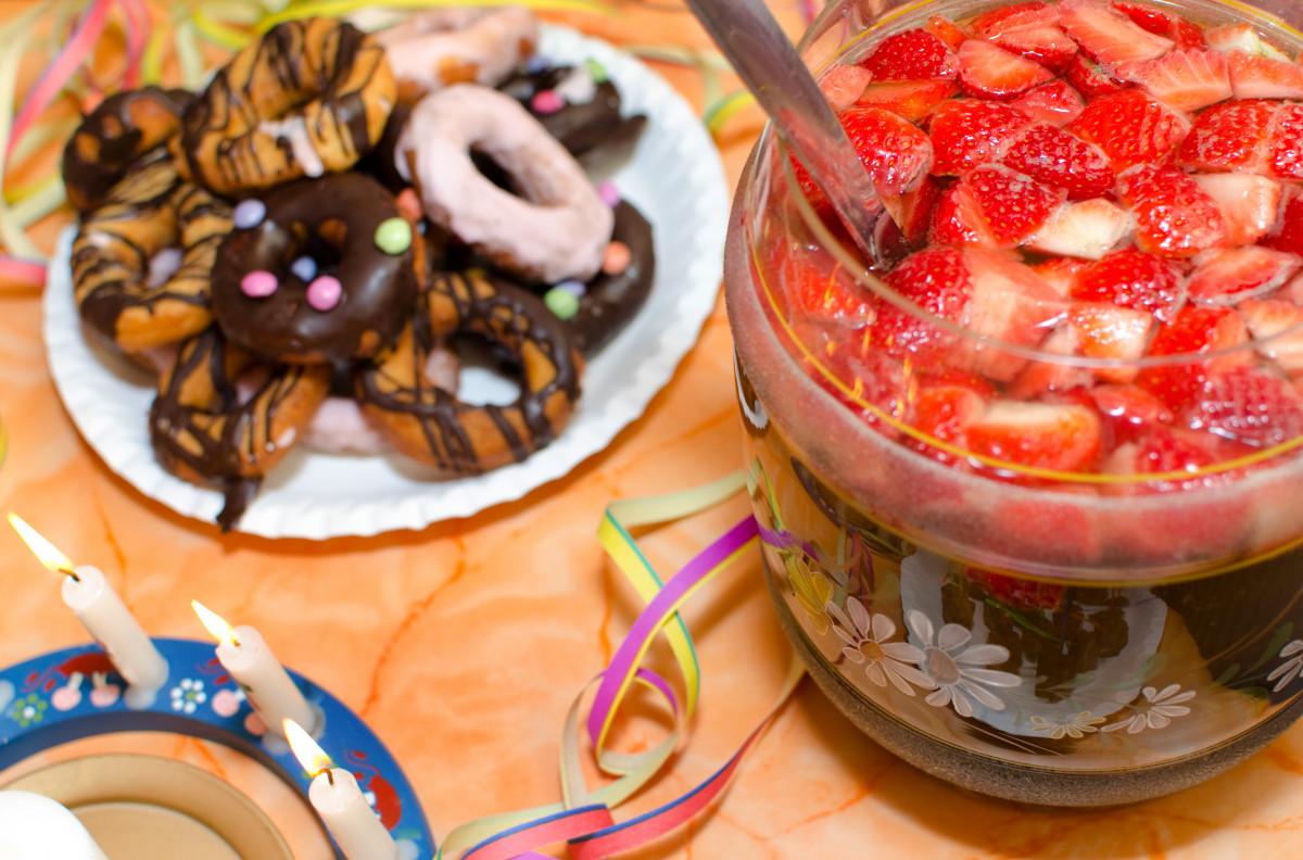 So mixen Sie eine gesunde fruchtige Kinderbowle